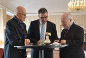 v.l.n.r: Dr. Herbert Schmalstieg, Andreas Hemsing und Prof. Dr. Georg Milbradt  (Foto: © dbb)